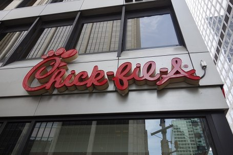 800px-W_46th_St_6th_Av_14_-_Chick-fil-A