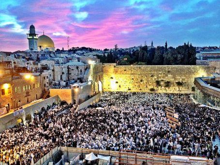 800px-Western_Wall,_Jerusalem,_Shavuot
